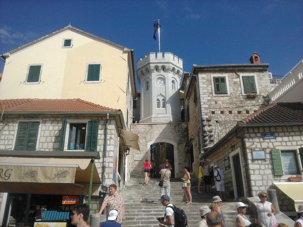 Башня с часами в Херцег-Нови