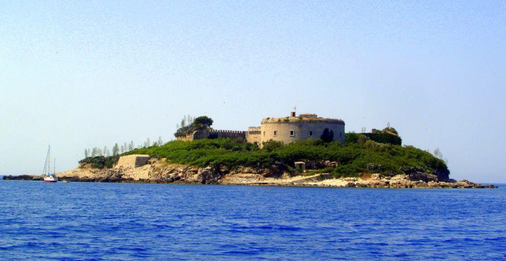 Форт на острове Мамула близ Херцег-Нови