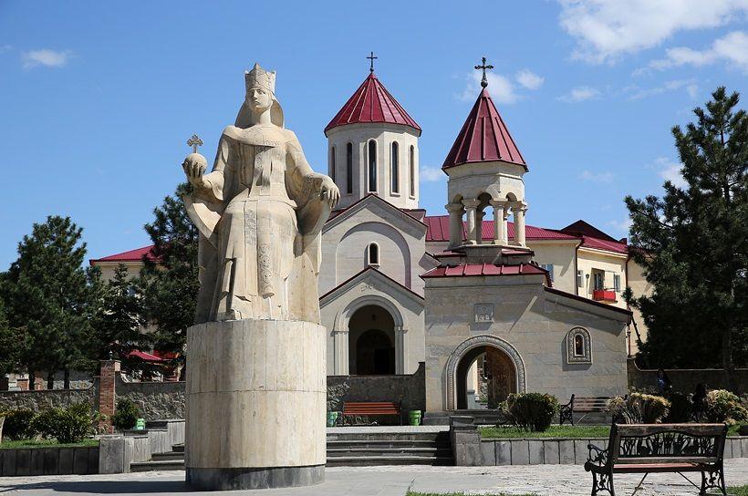 Памятник царице Тамаре в Ахалцихи