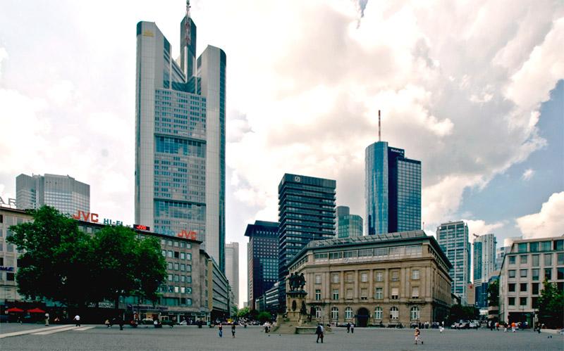 Главная башня-небоскреб Франкфурта-на-Майне
