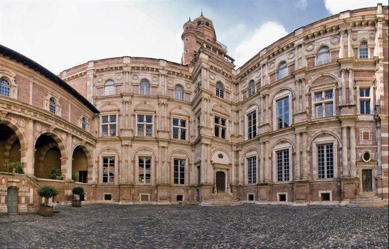Дворец Ассеза в Тулузе, Франция