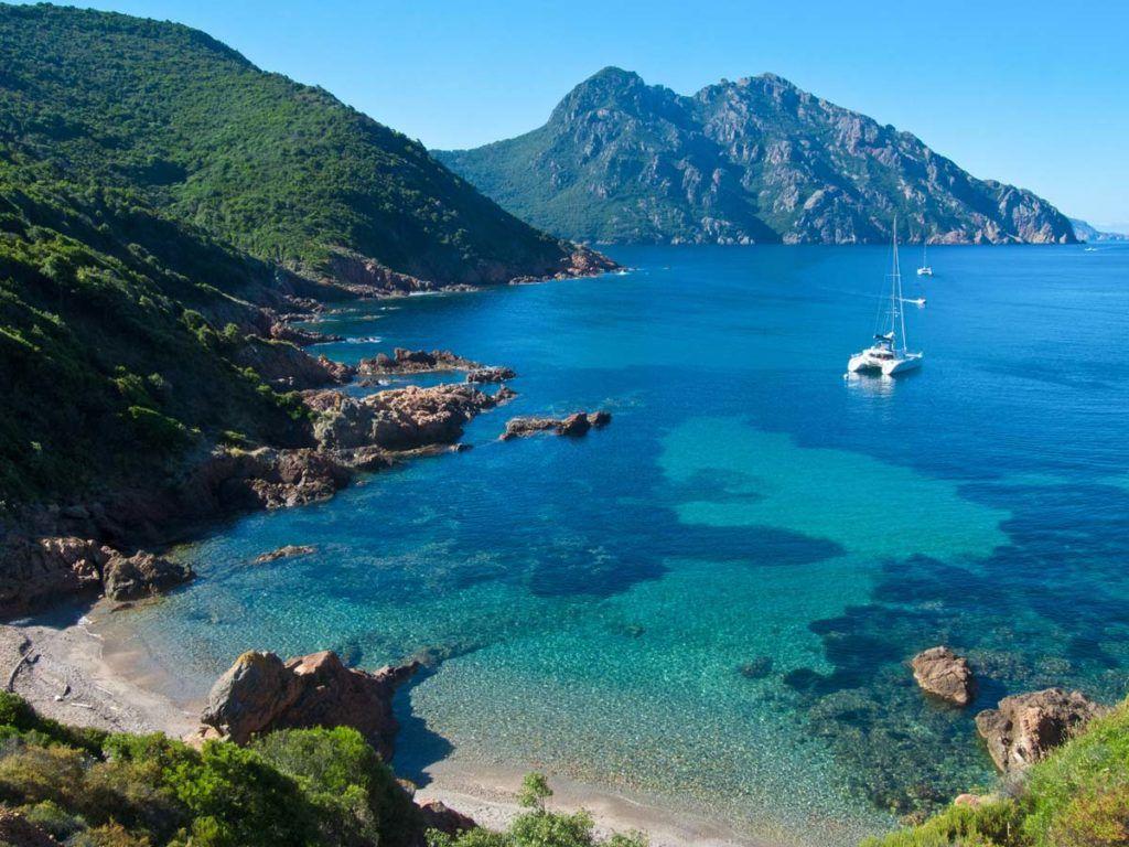 Побережье острова Корсика во Франции