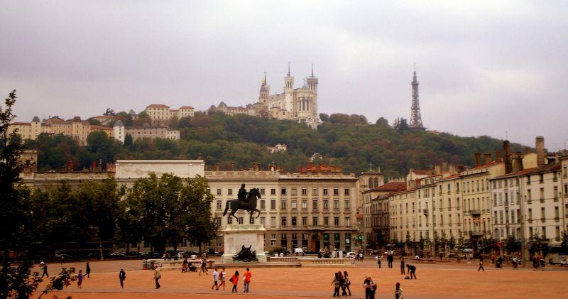 Площаль Белькур в Лионе, Франция