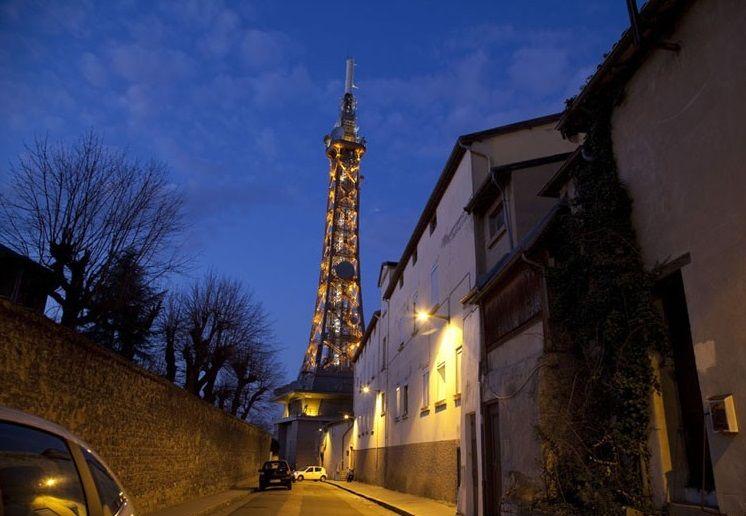 Мини-копия Эйфелевой башни в Лионе, Франция