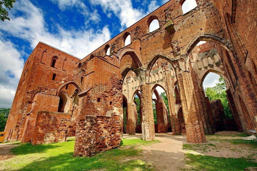 Руины Домского кафедрального собора в Тарту