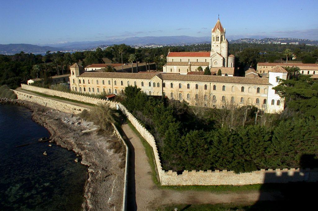Леринское католическое аббатство близ Канн