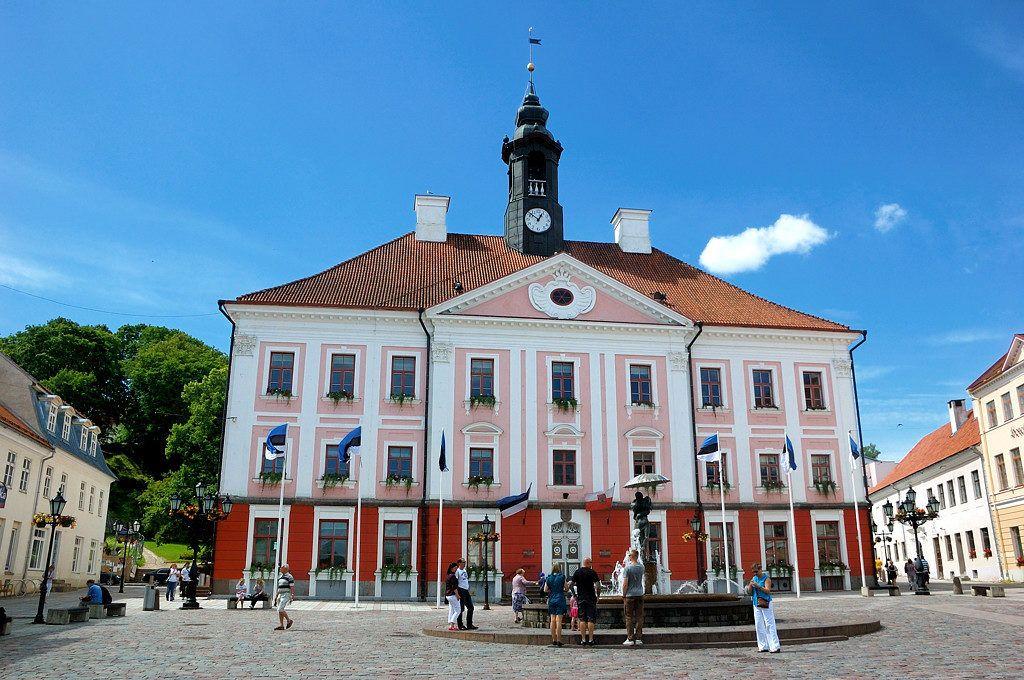 Здание ратуши в Тарту
