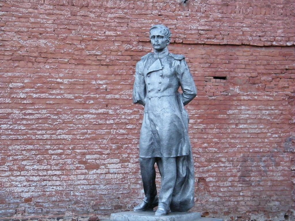 Памятник Лермонтову в Вышнем Волочке