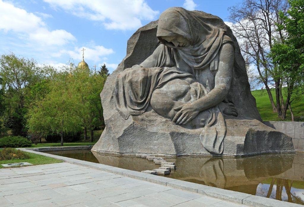 Скульптура «Скорбь матери», Мамаев Курган, Волгоград