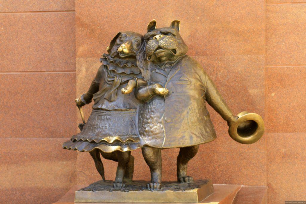 """Скульптурная композиция """"Влюблённые собачки"""" в Краснодаре"""