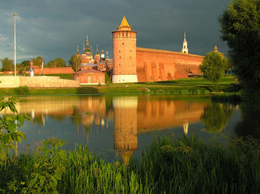 Колонна , местный Кремль