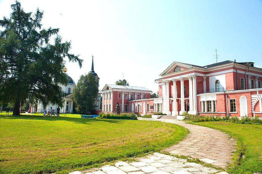 Усадьба Загряжских в Яропольце близ Волоколамска