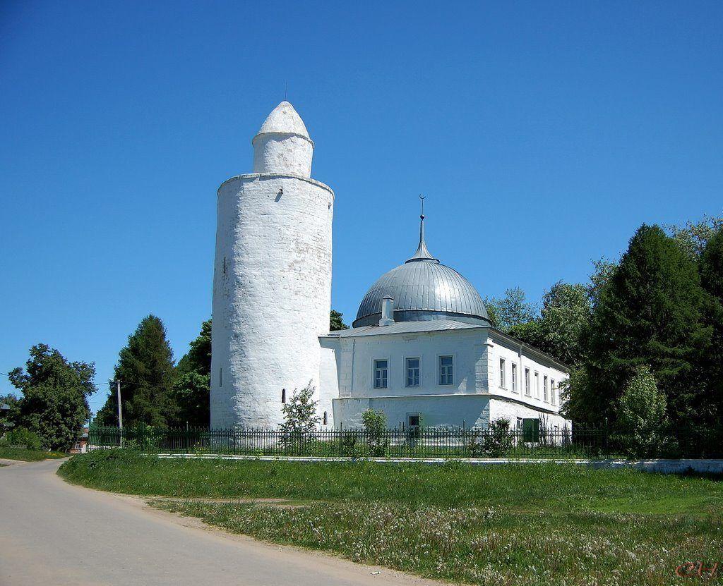 Старая татарская мечеть и минарет в городе Касимов