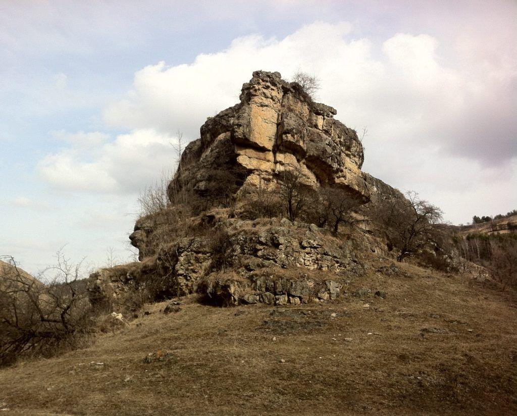 Лермонтовская скала близ Кисловодска