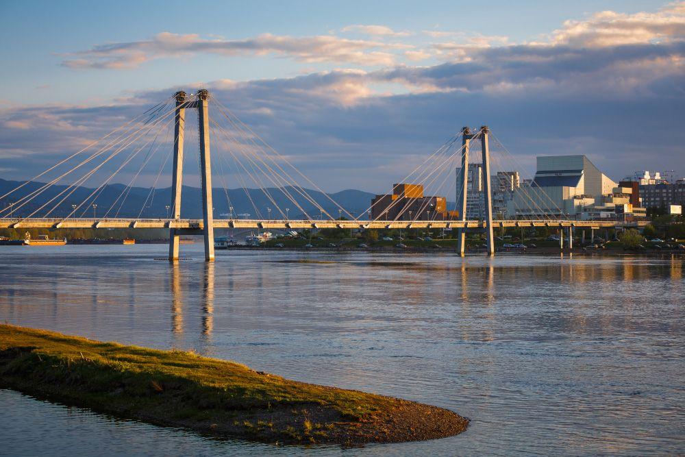 Вантовый пешеходный мост в Красноярске