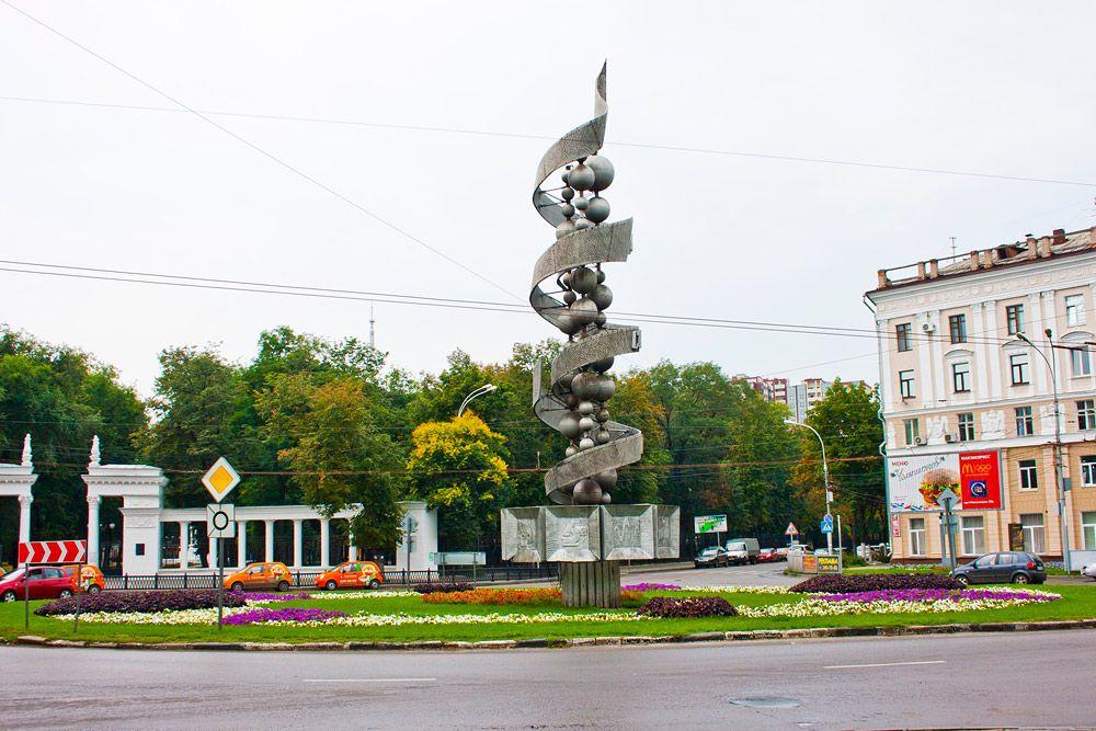 """Монумент """"Молекула ДНК"""" в Воронеже"""