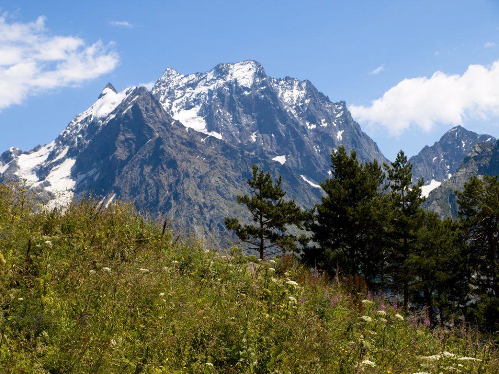 Гора Домбай-Ульген в Тебердинском заповеднике