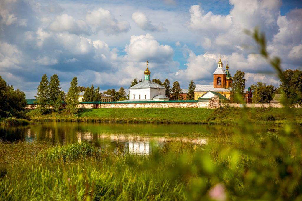Свято-Духов Иаковлев монастырь в Боровичах