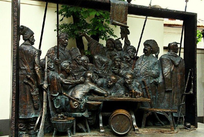 """Скульптурная композиция """"Запорожцы пишут письмо турецкому султану"""" в Краснодаре"""