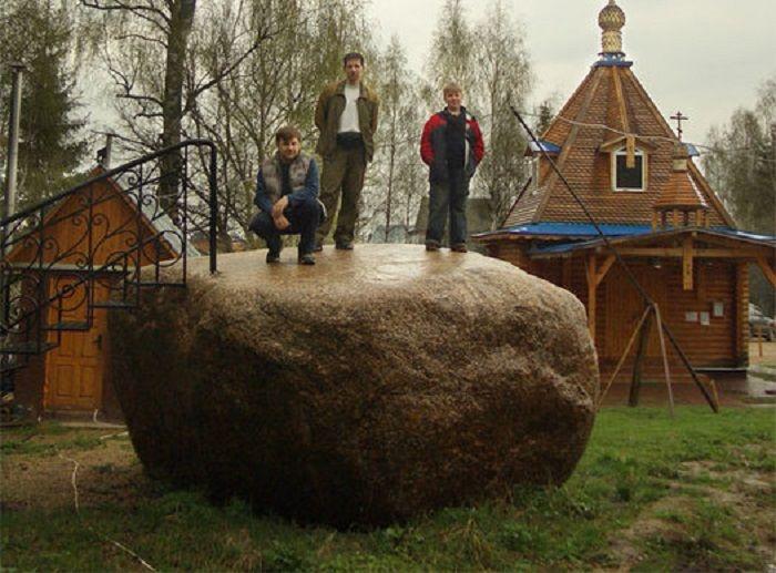 Гигантский мистический камень близ Звенигорода