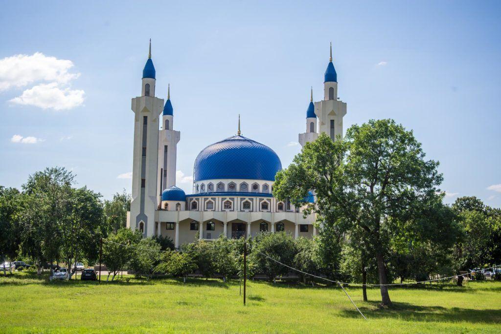 Соборная мечеть на площади Дружбы в Майкопе