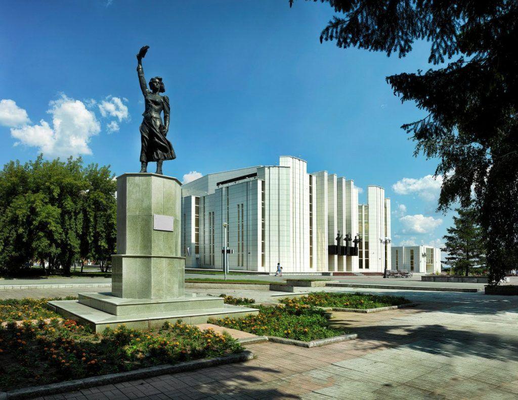 Памятник Наталье Аргентовской в городе Курган
