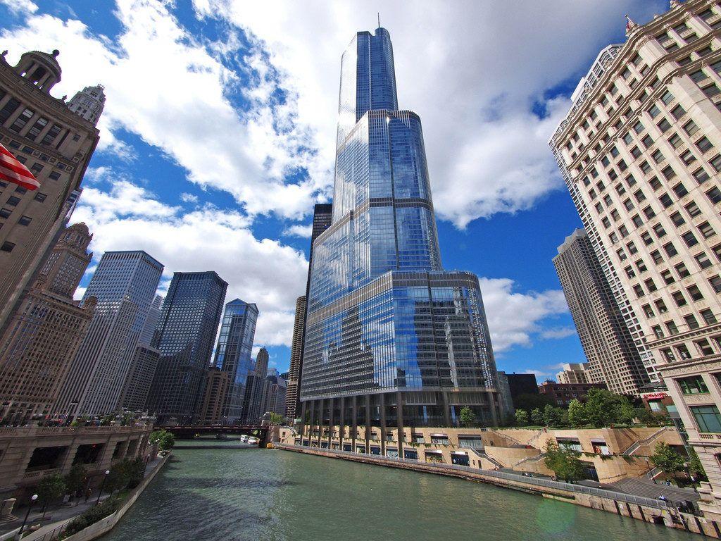 Высотный отель {amp}quot;Трамп{amp}quot; в Чикаго