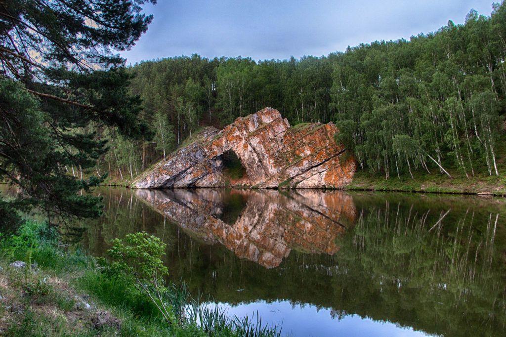 """Скала """"Каменные ворота"""" близ Каменска-Уральского"""