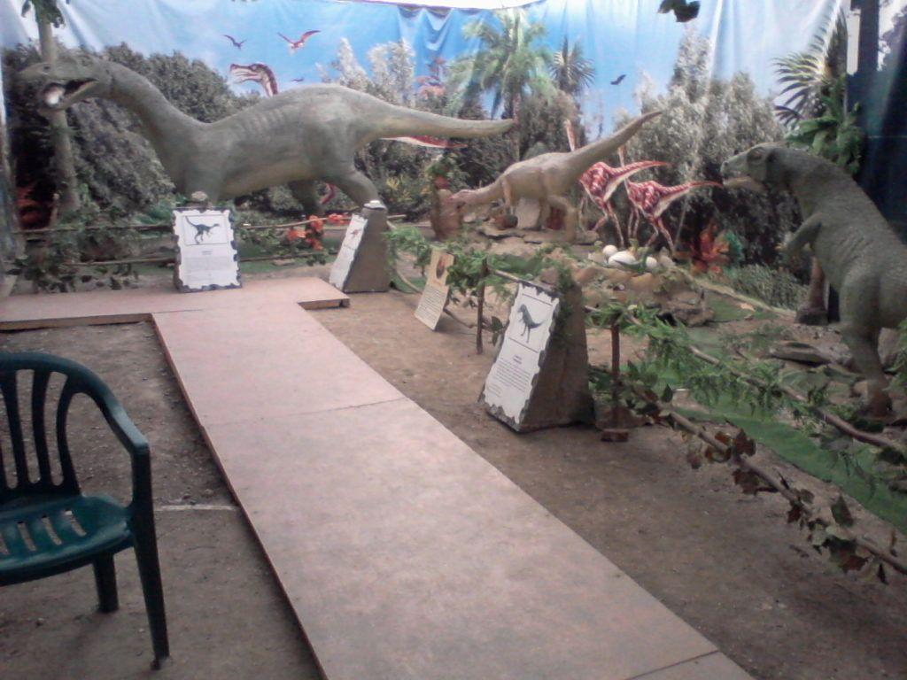 Крым, Алушта, Выставка динозавров