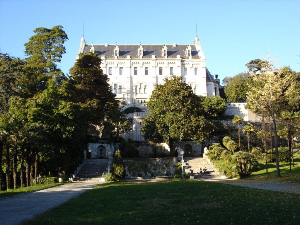 Замок Вальроз во Франции, город Ницца