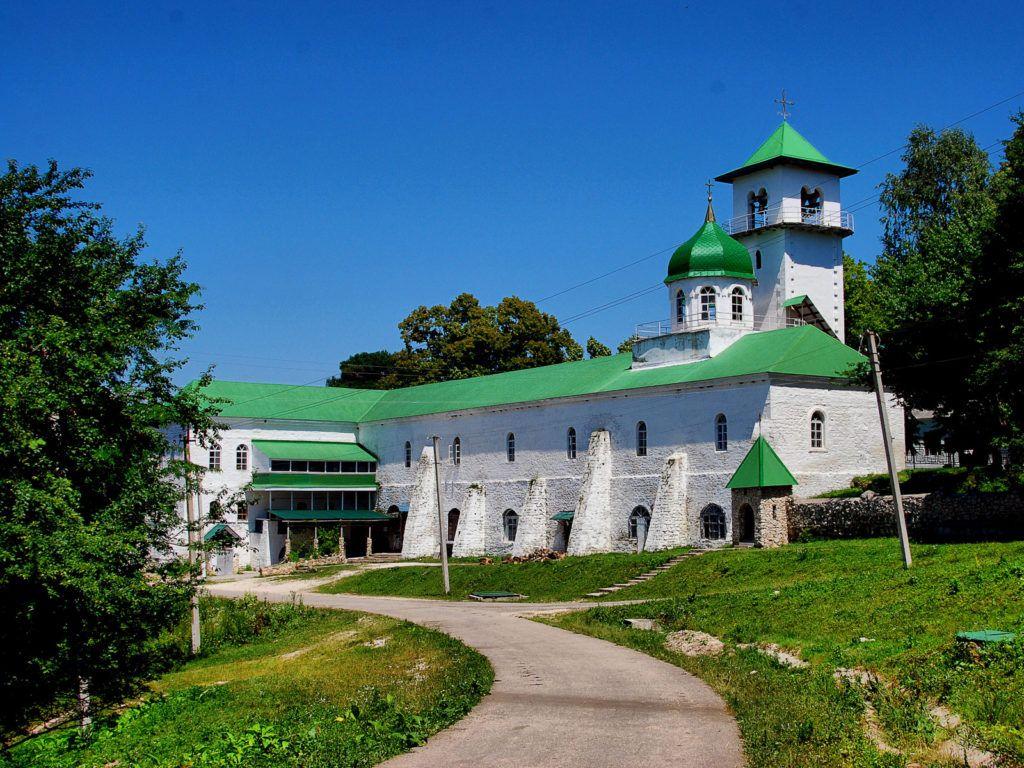Свято-Михайловский монастырь близ Майкопа
