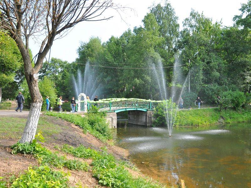 Мост поцелуев в Вологодском парке