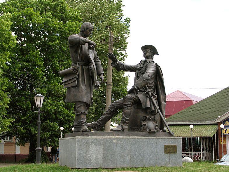 Памятник Петру I и Михаилу Сердюкову в Вышнем Волочке