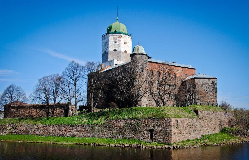Выборгский замок близ Санкт-Петербурга