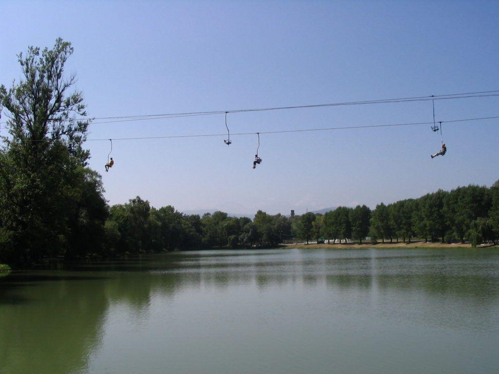 Знаменитой канатка в парке г.Нальчик