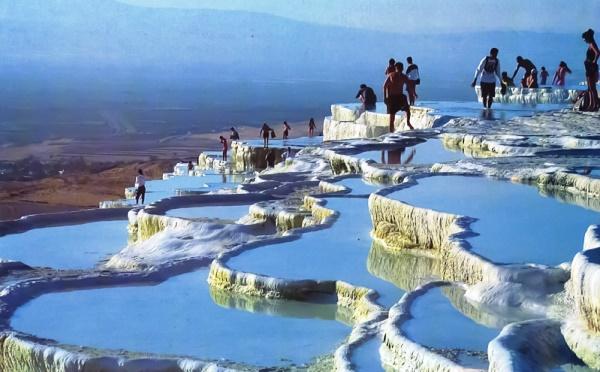Туристы на Памуккале