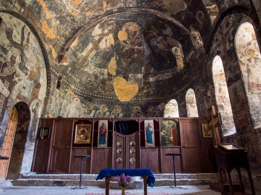 Храм Успения Пресвятой Богородицы, Грузия, Вардзия