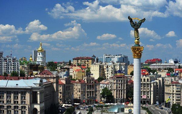 статуя свободы в киеве