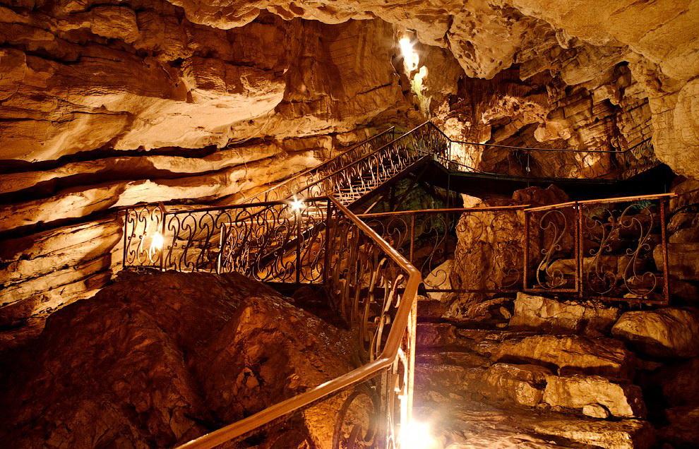 Воронцовские пещеры близ города Сочи
