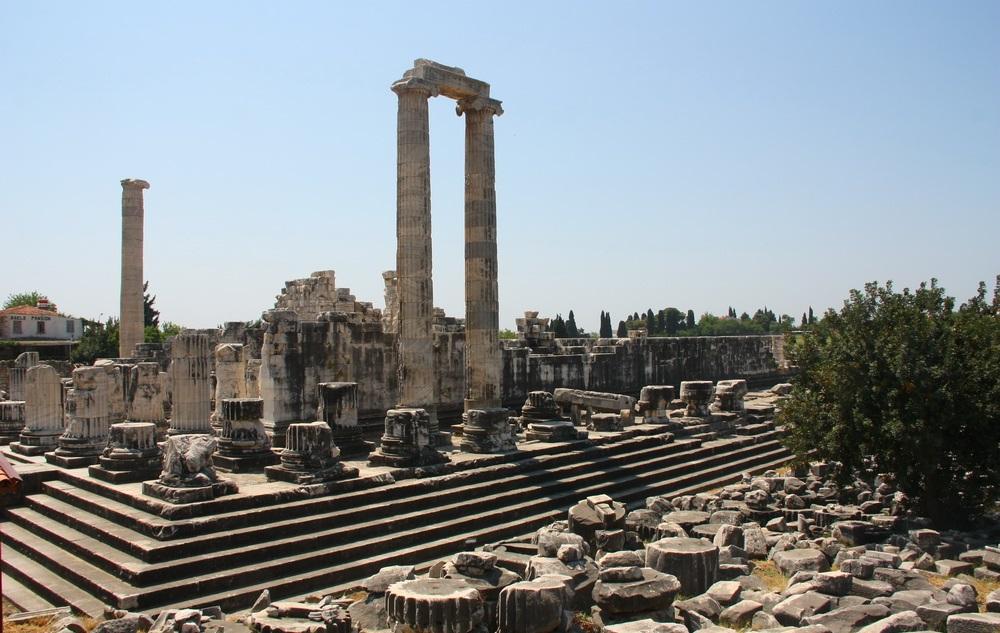 Кушадасы, Милет, Храм Аполлона Дельфийского