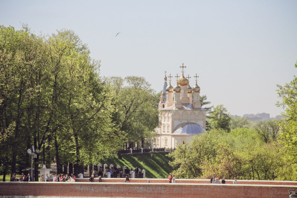 Вид на храм с Глебовского моста