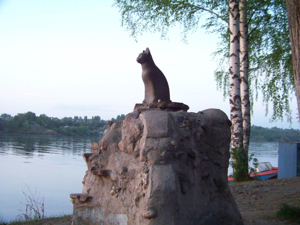 Бетонная кошка в г. Плёс