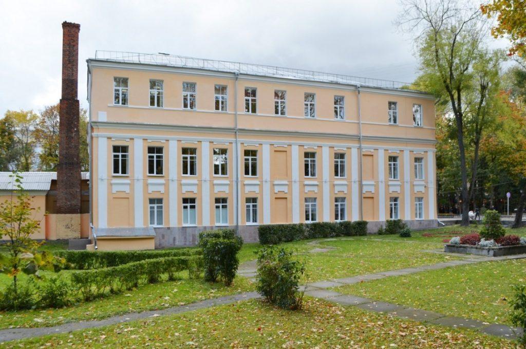 Детская художественная школа (бывший дом губернатора) в Смоленске