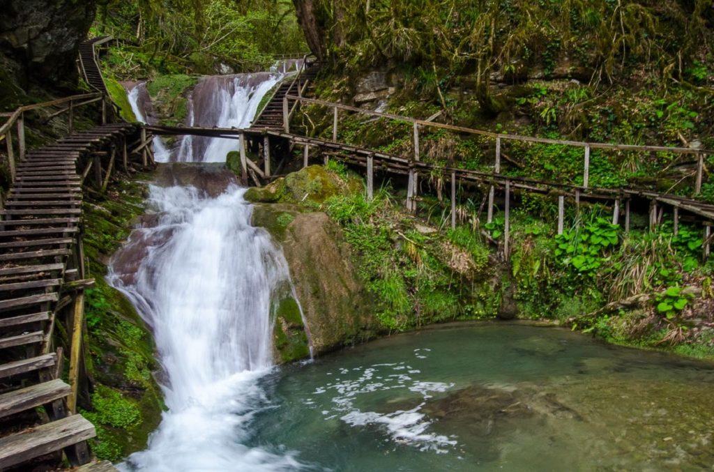 33 водопада в Сочи