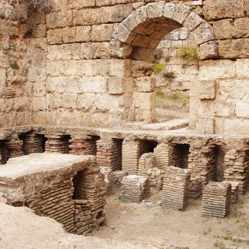 Турция, руины терм города Перге