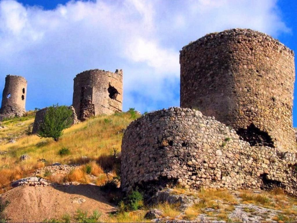 Крепость Чембало близ Севастополя