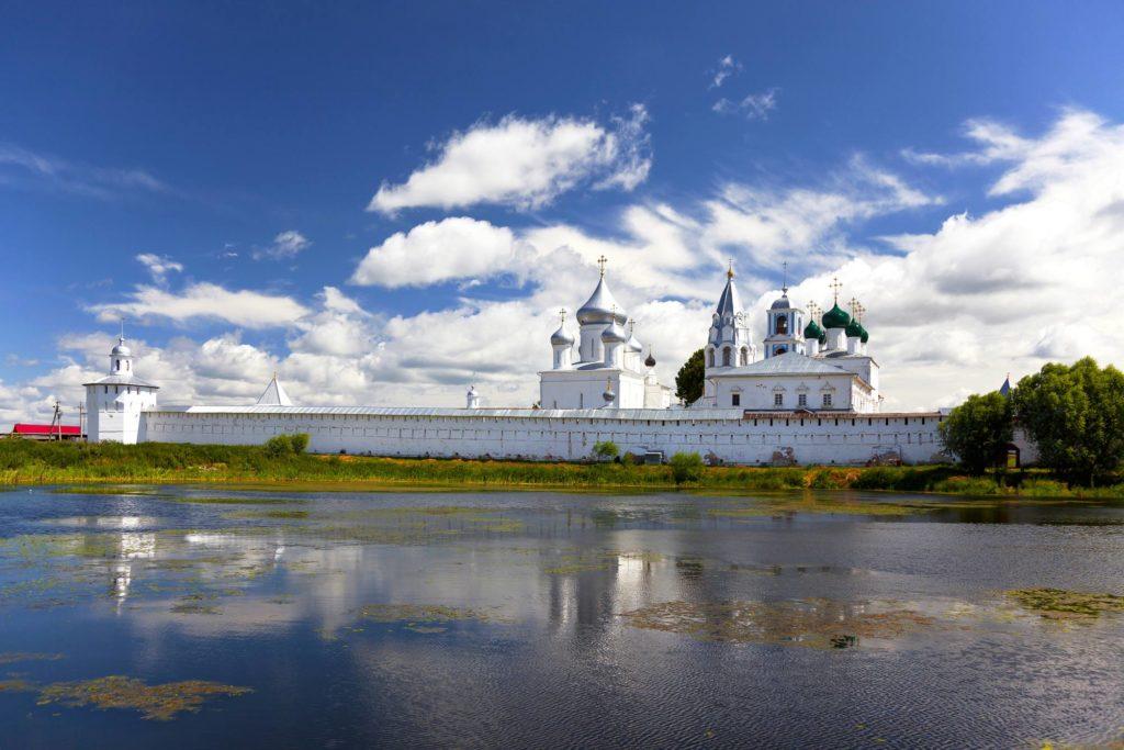 Никитский мужской монастырь на берегу Плещеева озера близ Переславля-Залесского