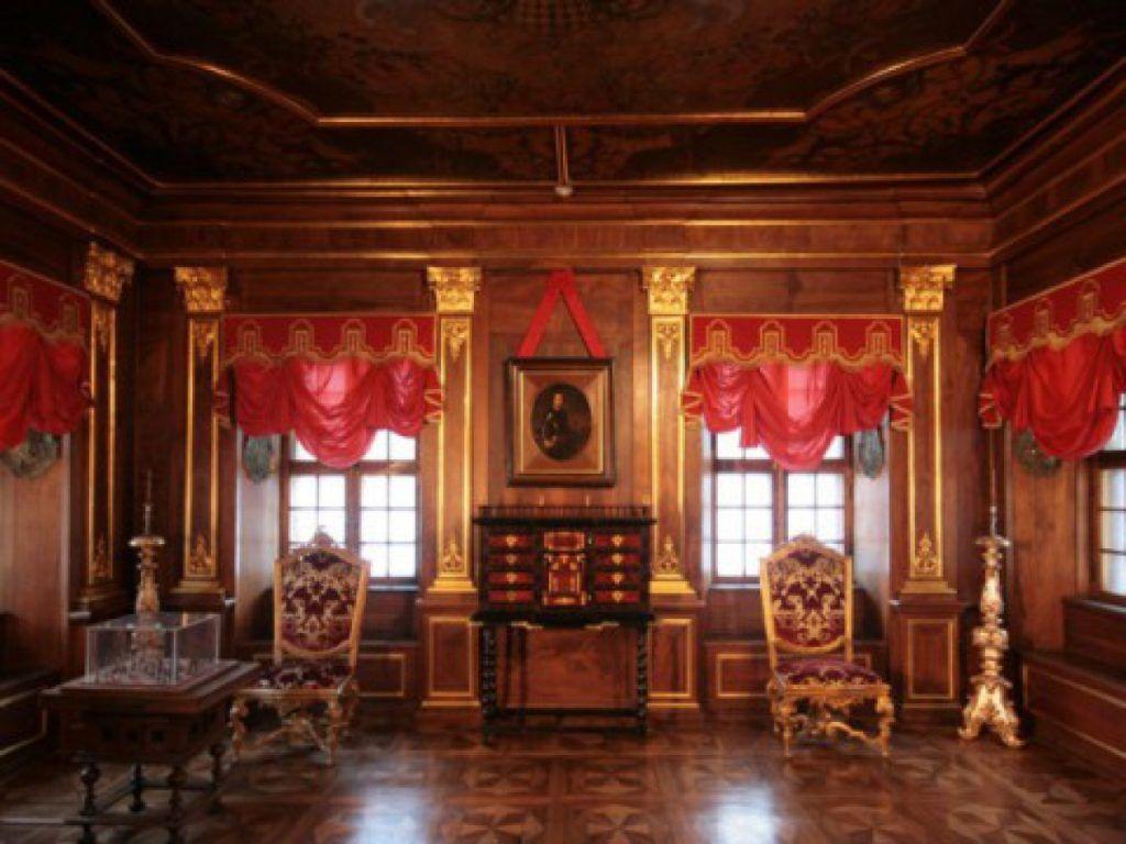 г.Ломоносов, Меншиковский дворец