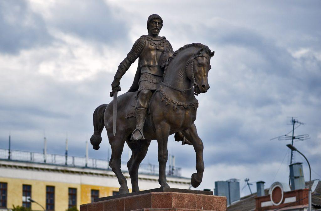 Памятник князю Олегу в Рязани