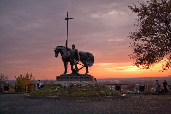 Памятник Первопоселенцу в Пензе